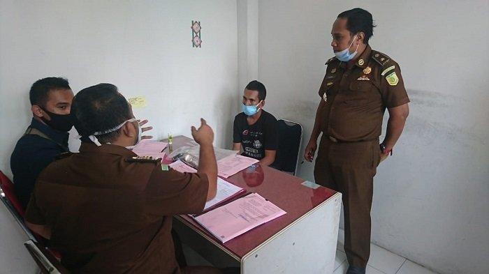Penyidik Limpahkan Berkas dan Tersangka Pembunuh Ibu Kandung ke JPU Kejari Aceh Utara