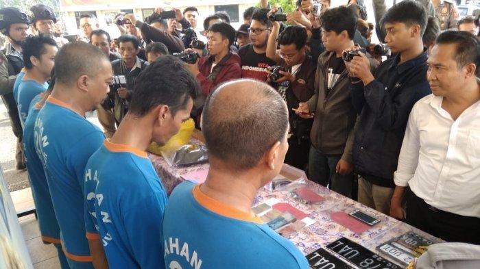 Tersangka pembunuhan yang mayatnya ditemukan di Sukanagara, Cianjur.
