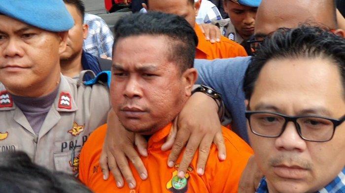 Tersangka RB yang ditangkap polisi dan disebut sebagai pelaku penyiram air keras ke penyidik KPK Novel Baswedan, Sabtu (28/12/2019).