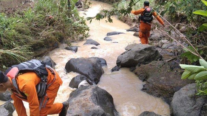 Pulang dari Sawah, Ibu dan Anak Terseret Arus Sungai saat Hujan Deras, sang Anak Ditemukan Tewas