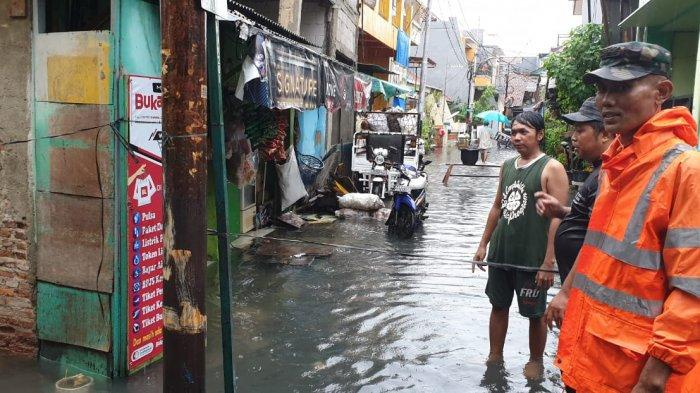 Lokasi tewasnya warga yang tersetrum aliran listrik dari tiang listrik PLN akibat banjir melanda kawasan Kemayoran, Jakarta Pusat, Rabu shubuh tadi, 1 Januari 2020.