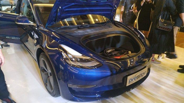 Tesla Model 3 saat diperkenalkan kepada media di Pacific Place, Jakarta, Sabtu (31/8/2019).