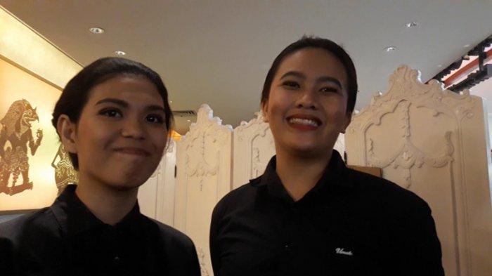 Tessa dan Priyanka, dua pramusaji yang ikut melayani santap siang Jokowi dan Prabowo di restoran Sate Khas Senayan, FX Sudirman, Jakarta Pusat, Sabtu (13/7/2019).
