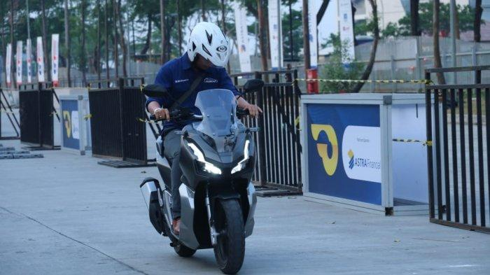 Test ride Honda ADV150 di pameran otomotif GIIAS 2019.
