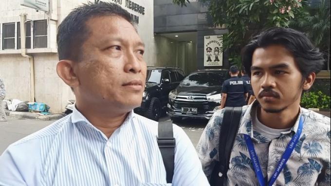 Tetangga Novel Baswedan Serahkan Sejumlah Barang Bukti Kepada Polisi untuk Jerat Dewi Tanjung