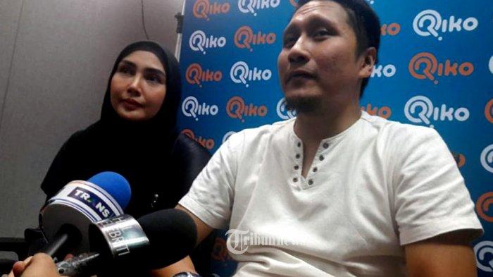 Arie Untung dan istrinya Fenita Arie.