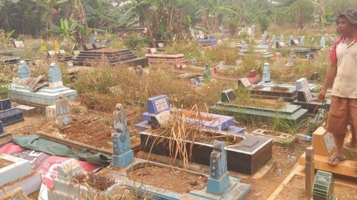 Lokasi tempat jenazah Aprianita (50) yang tewas dicor di Tempat Pemakaman Umum (TPU), Kecamatan Ilir Timur II Palembang, Sumatera Selatan. Korban yang merupakan PNS Kementerian PU sebelumnya dibunuh oleh tersangka Yudi yang merupakan rekan kerjanya sendiri.