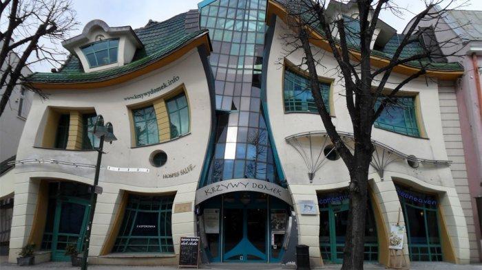 10 Bangunan Paling Unik di Dunia, Ada yang Mirip Ikan Hingga Buku Berjejer
