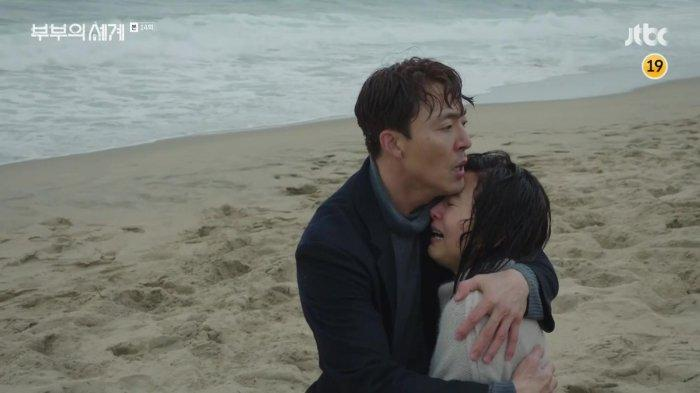 Kim Yoon Ki setelah berhasil menyelamatkan Ji Sun Woo yang mencoba bunuh diri. (JTBC via Dramabeans)