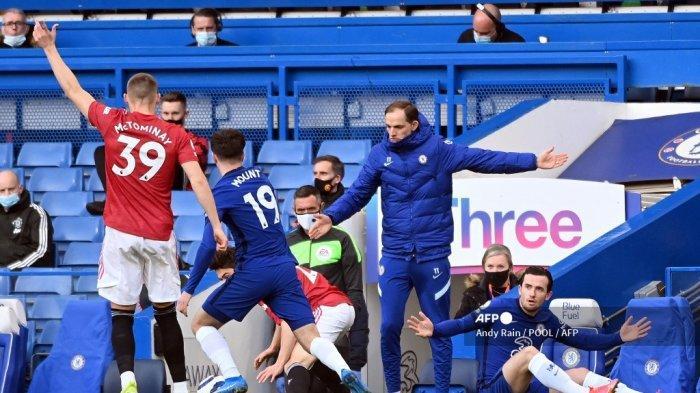 Pelatih kepala Chelsea Jerman Thomas Tuchel (tengah) memberi isyarat di tepi lapangan selama pertandingan sepak bola Liga Utama Inggris antara Chelsea dan Manchester United di Stamford Bridge di London pada 28 Februari 2021. Andy Rain / POOL / AFP