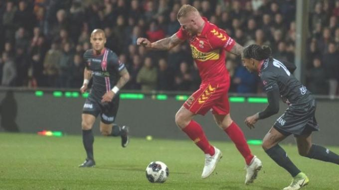 Striker Almere City Thomas Verheijdt saat masih berseragam Go Ahead Egle.