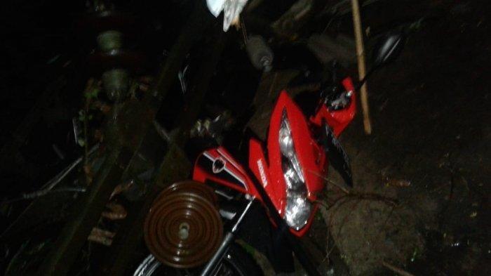 Angin Puting Beliung Terjang Kampung Sadeng Bogor, Motor dan Rumah Warga Tertimpa Tiang Listrik