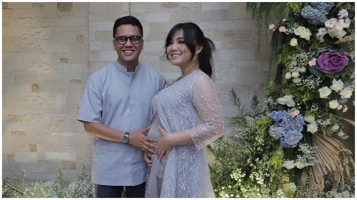 Tiara Pangestika dan Arief Muhammad menggelar acara syukuran kehamilan 4 bulan.