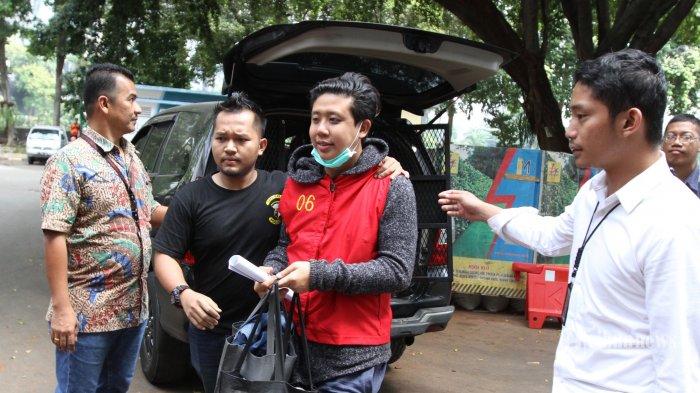Tiga tersangka kasus IKAN ASIN, Rey Utami, Pablo Benua, dan Galih Ginanjar mulai meringkuk di tahanan Polda Metro Jaya, Jakarta, Jumat (11/7/2019) Tiga tersangka tersebut atas kasus dugaan pencemaran nama baik melalui media sosial. (Warta Kota/Feri Setiawan)