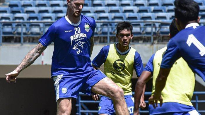Kabar-Kabar Menarik Jelang Persib Bandung Vs PSS Sleman: Maung Kiper Baru, Pelatih Tim Tamu Pusing