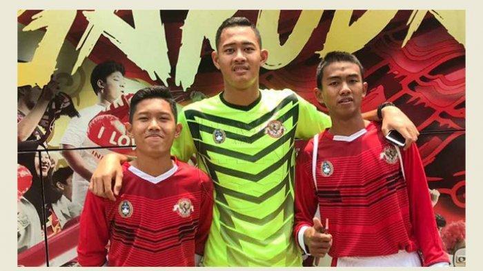 Tiga pemain Garuda Select, Kakang Rudianto (kanan), Ferdiansyah (kiri), dan Erlangga Setyo (tengah), diproyeksikan memperkuat Persib U-18 berlaga di kompetisi Elite Pro Academy.