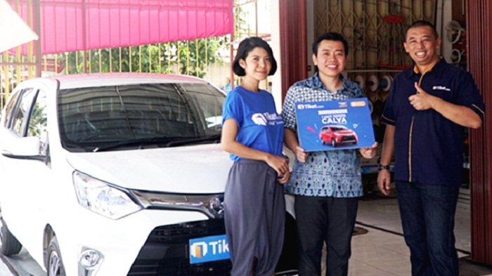 Tiket.com Serahkan Hadiah Mobil kepada pemenang FantasTix Point Periode II