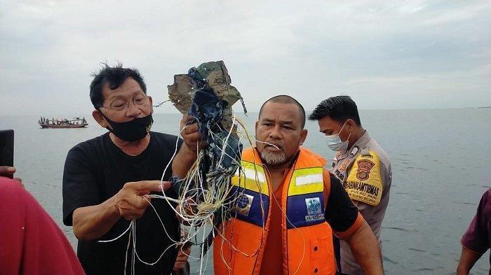 Tim Temukan Serpihan Diduga Daging Penumpang Pesawat ...