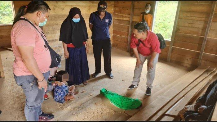 Tim Elang Unit Reskrim Polsek Talang Ubi Polres PALI saat melakukan olah TKP penemuan mayat balita, Kamis (26/8/2021).