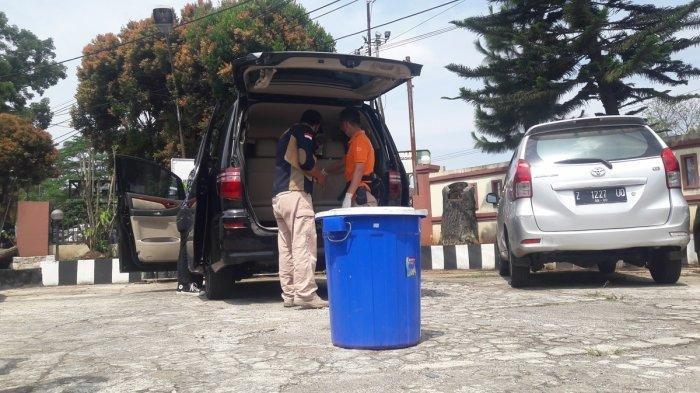 Tim Inafis dari Polres Subang saat melakukan penyelidikan ulang terhadap penemuan mayat Ibu dan Anak di Subang, Jumat (20/8/2021).