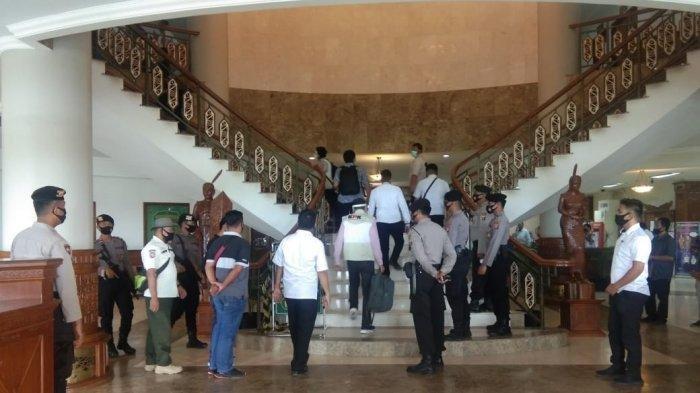 Tim Komisi Pemberantasan Korupsi  Datangi Kantor Bupati Kutai Timur