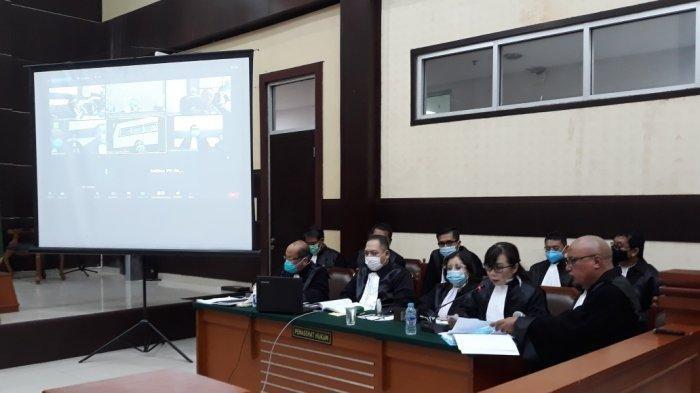 Tim kuasa hukum Djoko Tjandra saat menyampaikan keberatan atas dakwaan JPU di Pengadilan Negeri Jakarta Timur, Selasa (20/10/2020).