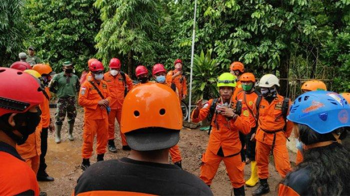 Kantor SAR Surabaya Kerahkan Dua Tim Cari Korban Tanah Longsor di Nganjuk