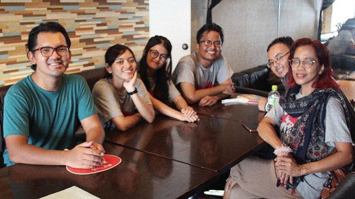 Tim Yosakoi Indonesia 6 orang dipimpin Verlinton Waldo (paling kiri), bersama Risa Wulandari, Natasya Mourita, Rangga Pratama, Laurentius Supandi dan Sushanty Chandradewi.