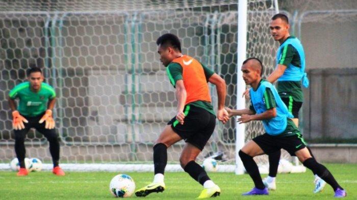 Timnas Indonesia saat berlatih di Lapangan Iranian Club, Dunai, Kamis (3/10/2019). Dok: PSSI