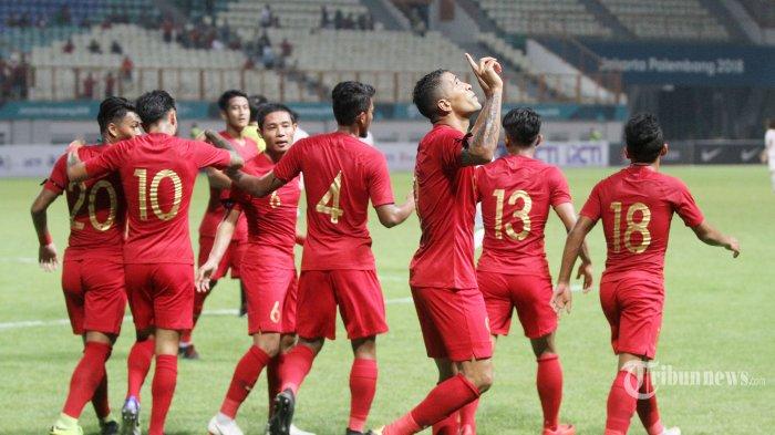 Pemain Timnas Indonesia U23 saat melakukan selebrasi seusai mencetak gol ke gawang Tim Myanmar U23 pada  International Friendly Match di Stadion Wibawa Mukti, Cikarang, Jawa Barat, Rabu (10/10/2018). Hingga pluit akhir dibunyikan, Timnas Indonesia U23 berhasil mengalahkan Tim Myanmar U23 dengan skor 3-0. Tribunnews/Jeprima