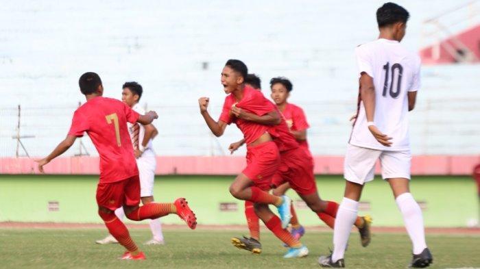Timnas U-16 saat menjalani laga uji coba format trofeo di Stadion Gelora Delta, Sidoarjo. Dok: PSSI