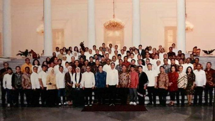 Tim Kampanye Nasional (TKN) dan Tim Kampanye Daerah (TKD) Jokowi-Ma'ruf Amin berfoto bersama usai bertemu Presiden Joko Widodo di Istana Bogor, Jawa Barat, Selasa (2/7/2019) malam.