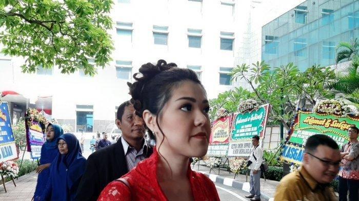 Dilantik Jadi Wakil Rakyat, Tina Toon: Bahagia, Haru dan Bangga