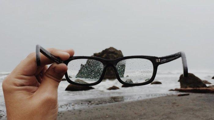 5 Tips Traveling Nyaman Bagi Si Mata Minus, Jangan Lupa Check Up Terlebih Dahulu