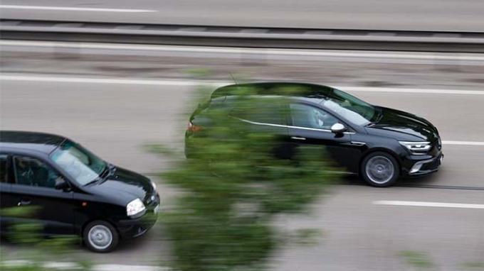 Tips Aman Menyalip Kendaraan Lain di Jalan Raya