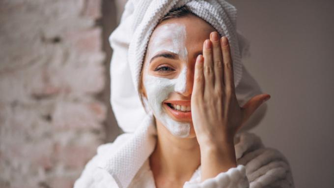 Tips Pakai Skin Care untuk Kulit Sensitif, Perhatikan Bahannya