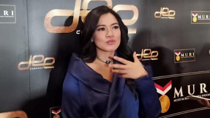 Titi Kamal di MD Place, Kuningan, Jakarta Selatan, Selasa (19/11).