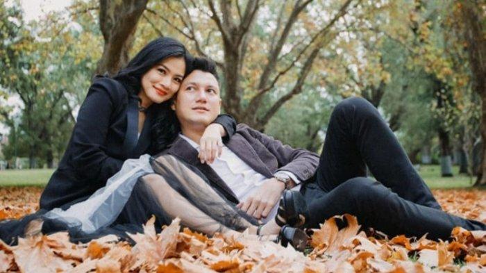 Momen Romantis Titi Kamal Rayakan Ulang Tahun ke-39 di Plataran Borobudur Bersama Suami dan Anak