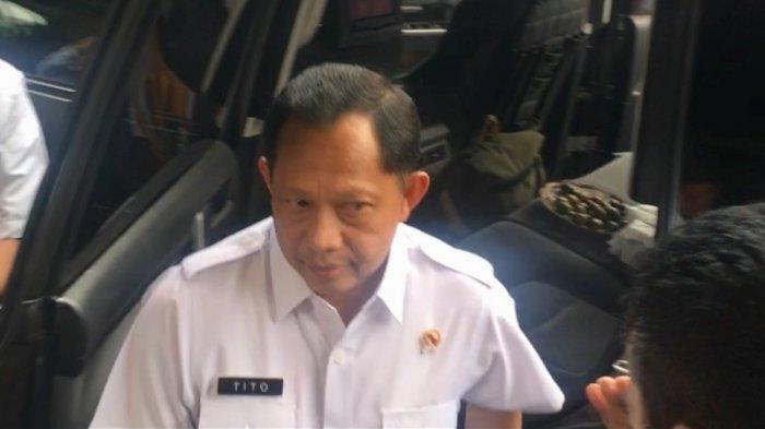 Mendagri Tito Karnavian saat menghadiri rapat koordinasi terbatas tingkat menteri di kantor Kemenko Polhukam, Jakpus, Rabu (27/11/2019).