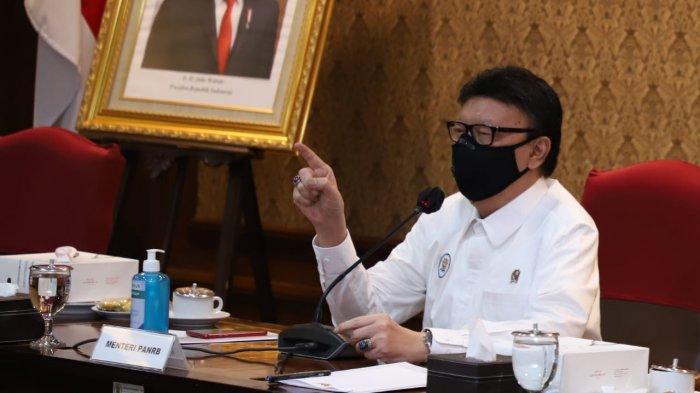 Menteri Pendayagunaan Aparatur Negara dan Reformasi Birokrasi (PANRB) Tjahjo Kumolo dalam Rapat Koordinasi Internal Kementerian PANRB yang digelar di Jakarta, Senin (8/3/2021)