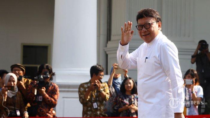 Mendagri Tjahjo Kumolo tiba di Kompleks Istana Kepresidenan, Jakarta Pusat, Selasa (22/10/2019). Sesuai rencana, Presiden Joko Widodo memperkenalkan jajaran kabinet barunya kepada publik mulai Senin (21/10/2019), usai Jokowi dilantik pada Minggu (20/10/2019) kemarin untuk masa jabatan periode 2019-2024 bersama Wakil Presiden Ma'ruf Amin. Tribunnews/Irwan Rismawan