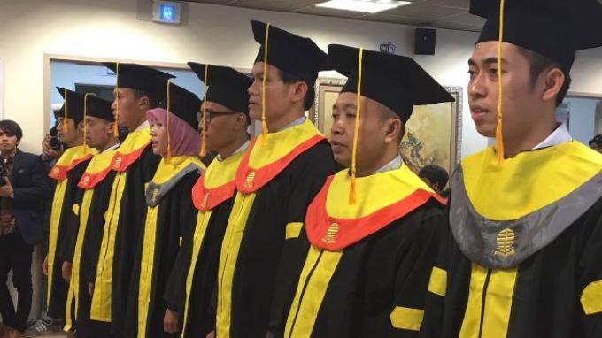 tki-di-seoul-mendapat-gelar-sarjana-dari-universitas-terbuka-cabang-seoul_20161003_144522.jpg