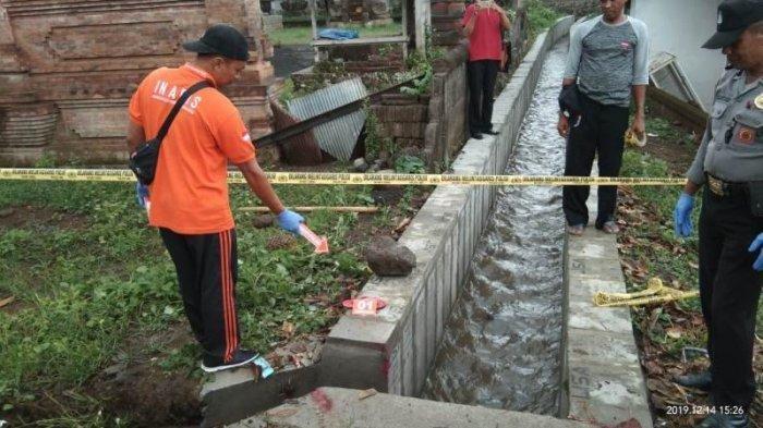 Olah TKP parit tempat Desak Muliasih terbawa arus pada Sabtu (14/12/2019) sore.