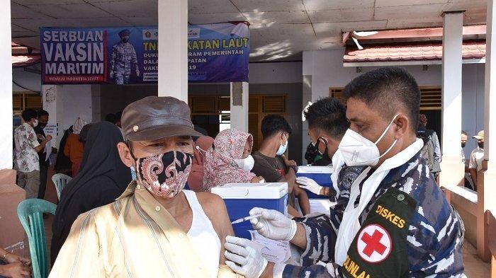 2.000 Warga Pesisir di Subang Disuntik Vaksin Covid-19