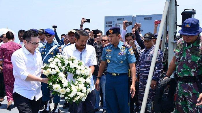 Genap Satu Tahun Jatuhnya JT610, Keluarga Korban Lion Air Tabur Bunga di Tanjung Karawang