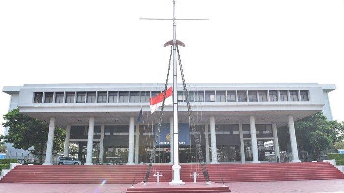 Berkabung Atas Gugurnya 53 Prajurit KRI Nanggala 402, TNI AL Kibarkan Bendera Setengah Tiang 7 Hari
