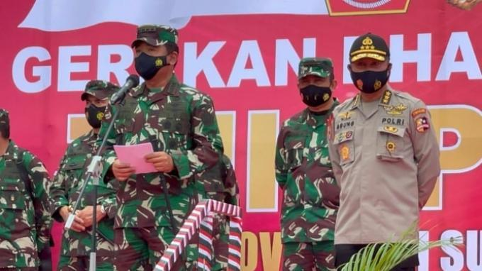 Panglima TNI dan Irwasum Polri Serahkan Bantuan ke Warga Terdampak Pandemi serta Korban Teror Poso