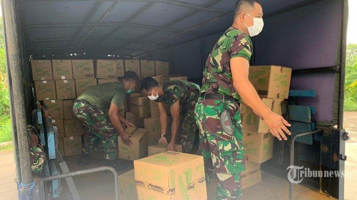 Kebut Distribusi, TNI AU Kirim Puluhan Ribu APD dan Masker Medis Covid-19 ke Mamuju Hingga Papua