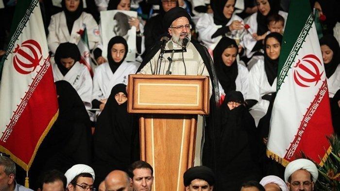 Ebrahim Raisi, tokoh konservatif Iran tampil di kampanye kepresidenan 2017. Raisi gagal mengalahkan Hassan Rouhani, yang akhirnya tepriulih sebagai Presiden ke-7 Republik Islam Iran.