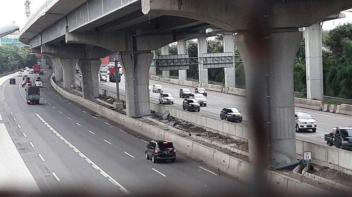 Genangan Air Mulai Surut, Jasa Marga Tambah Lajur Contraflow Untuk Pecah Kemacetan di Tol Cikampek